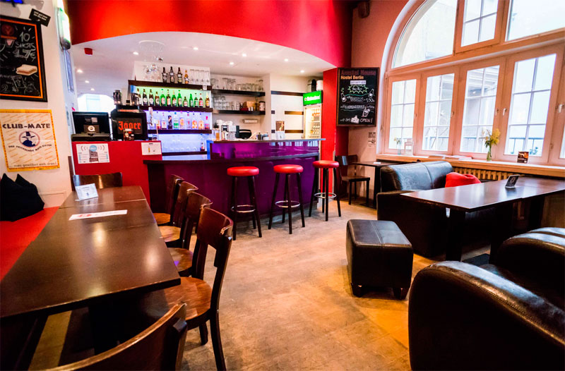 hostal-amstel-en-berlin-bar