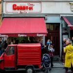 Probando el currywurst  en Curry 61